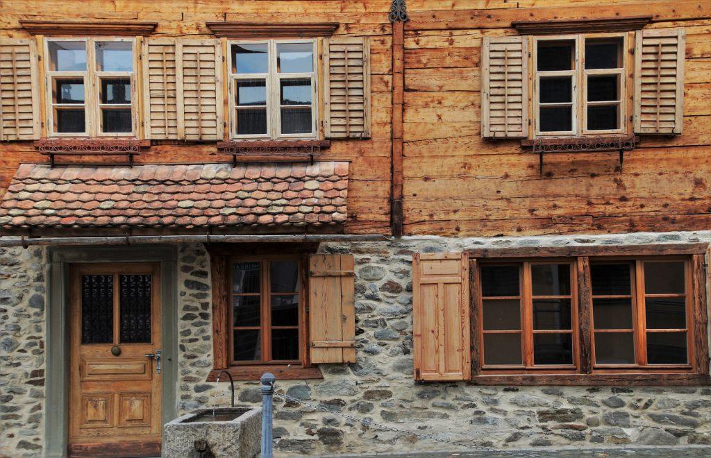 shutters-4534230_1920